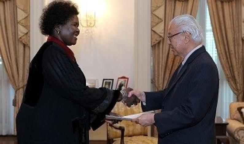 Ambassador Elizabeth Paula Napeyok presents credentials