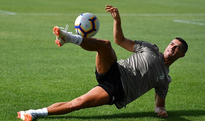 Cristiano Ronaldo shows off flicks and tricks in latest Juventus training session